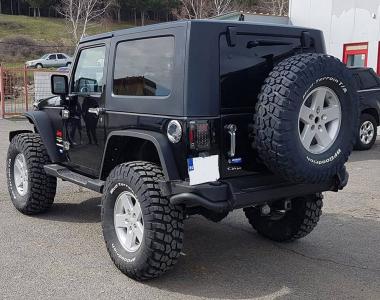 Jeep-Wrangler-JK-Sahara-100-mm-2