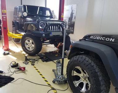 Jeep-Wrangler-JK-Sahara-100-mm-7