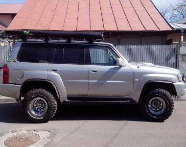 Nissan-Patrol-Y61-.10