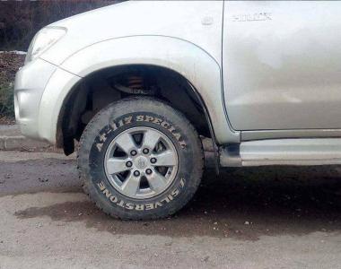Toyota-Hilux-2005-3