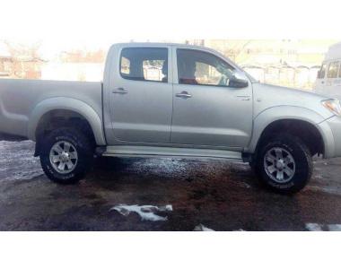 Toyota-Hilux-200502-1