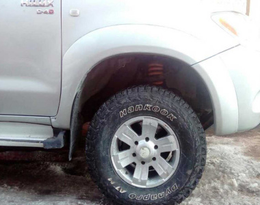 Toyota-Hilux-200502-3