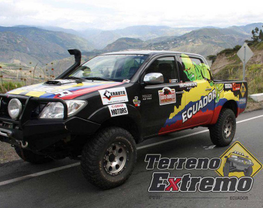 Toyota-Hilux-2012-Ironman4x4-Ecuador-1