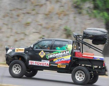 Toyota-Hilux-2012-Ironman4x4-Ecuador-2