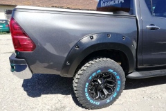 Toyota-Hilux-Revo-2018-2-инча-5