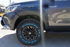 Toyota-Hilux-Revo-2018-2-инча-7