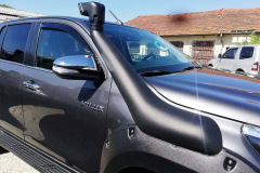 Toyota-Hilux-Revo-2018-2-инча-9