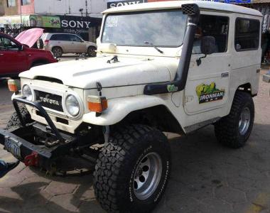Toyota-Land-Cruiser-40-1