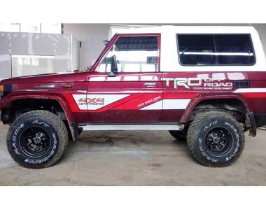 Toyota-Land-Cruiser-73-1