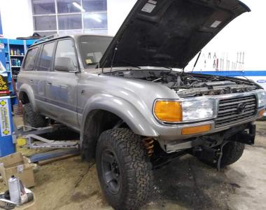 Toyota-Land-Cruiser-LC-80-5