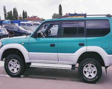 Toyota-Land-Cruiser-Prado-90-1