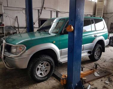 Toyota-Land-Cruiser-Prado-90-4