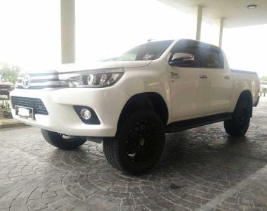 Toyota-Revo-2015-1